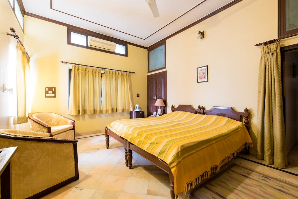 An Elegant Twin Room In A Quiet Part Of Jodhpur Villas