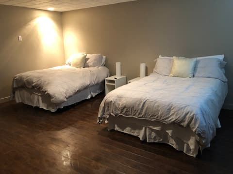 Bright, Spacious Suite. 1/2 hour drive to  Meadow Lake Provincial Park