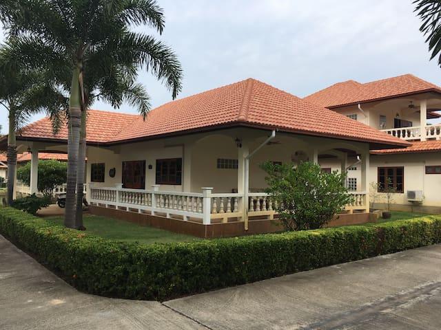 Nice resting place in Pranburi - Pak Nam Pran - Rumah