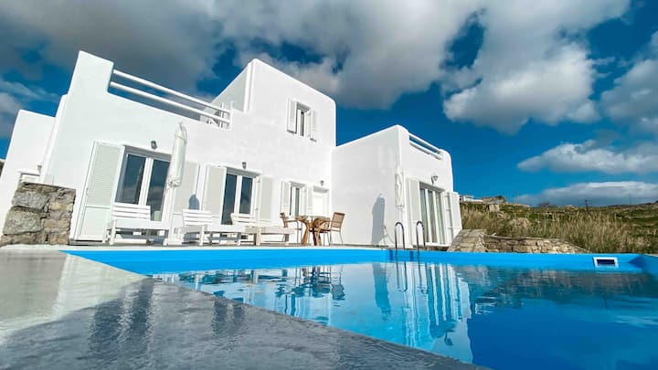 Villa with private swimming pool near Mykonos town