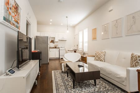Your get away to Canaryville in Chicago (unit 1R)