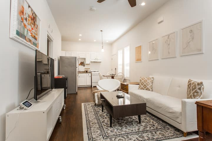 Your get-away to Canaryville in Chicago (unit 1R)