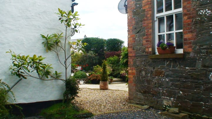 Original Cottage near Strangford Lough for two