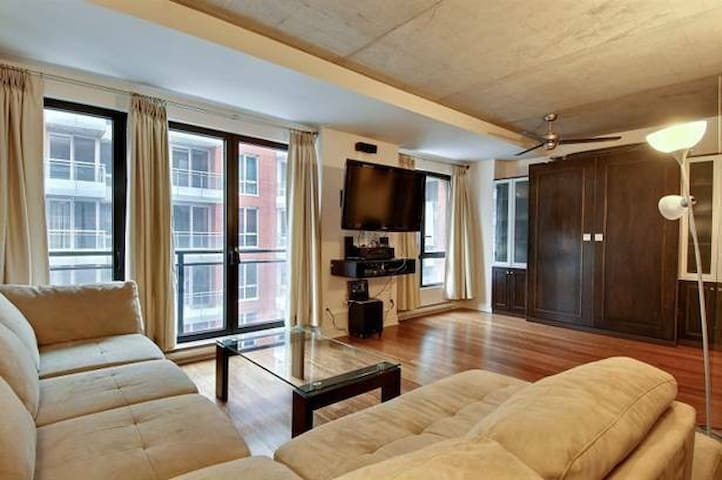 luxury condo in downtown montreal