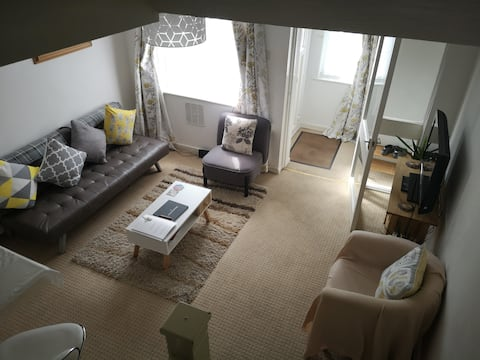 Immaculate & peaceful house close to Heathrow T5.