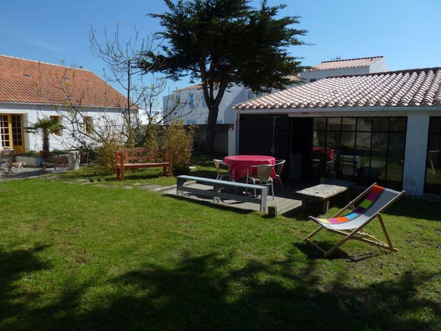 Maison avec jardin près du port