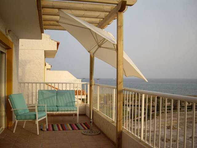 Rooftop appartment, 3 minutes away from the beach
