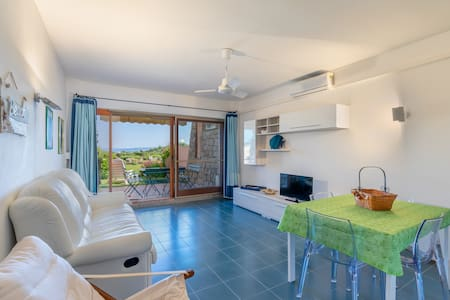 Holiday Apartment Close to the Beach with Garden, Sea View & Terrace; Parking Available, Pets Allowed