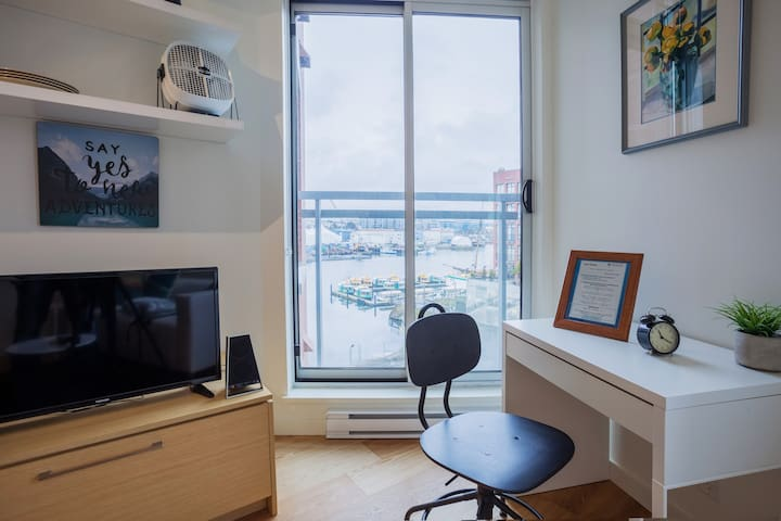 Urban Contemporary Microloft - Harbourview
