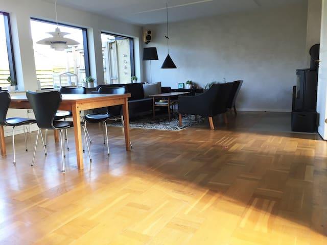 Mange værelser og god plads tæt på København - Roskilde - Rumah