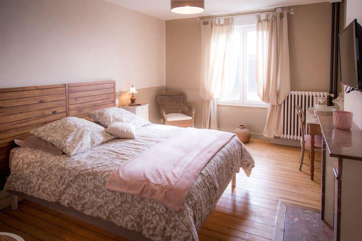 Chambre Sylvie,chambre et table d'hôtes La Garence