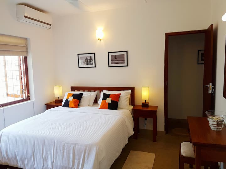 SAMUDRA HOUSE Room by the beach