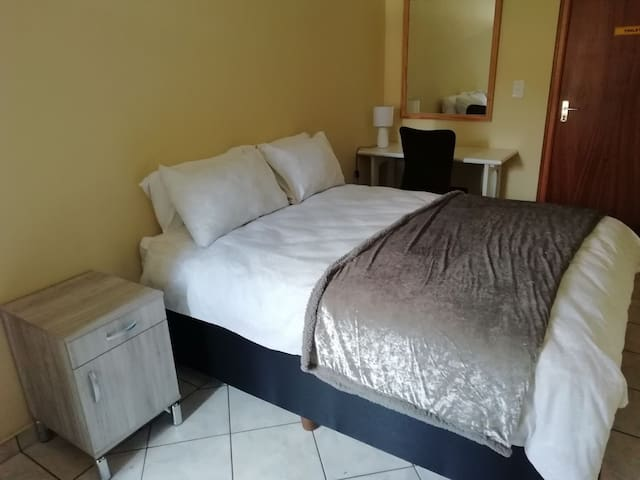 1 Bedroom Cottage Edenvale near OR Tambo Free WiFi