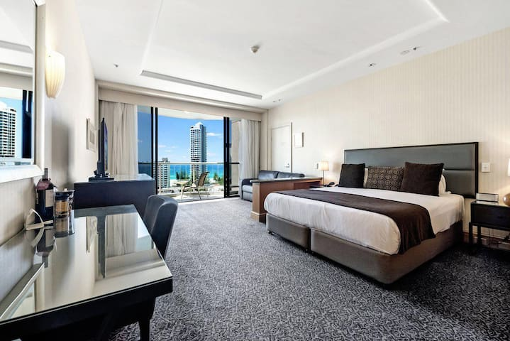 Gold Tower in Crowne Surfers Paradise - 1019