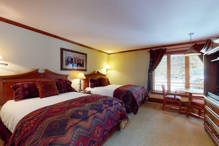 Ground-floor, ski-in/out studio w/ high-speed WiFi & shared pool, hot tubs, W/D!