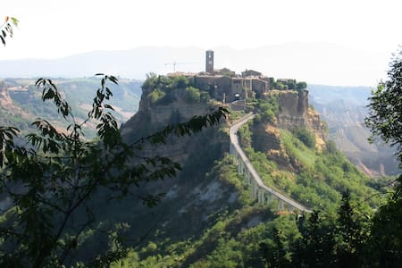 On the road to Civita di Bagnoregio - Vetriolo
