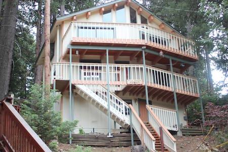Getaway Treehouse Cabin - Раннинг Спрингс - Бунгало