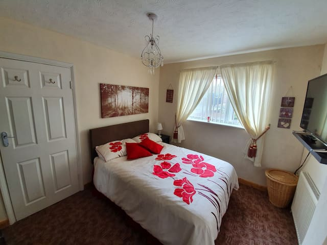 Large Double Room, (R)TV, Netflix.