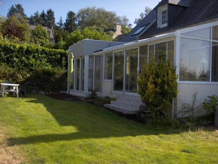 Jolie maison  jardin  (spa  détente 35°, nage 30°)