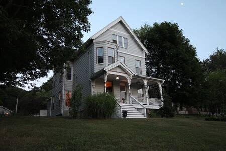 Historic Fair Haven Apartment