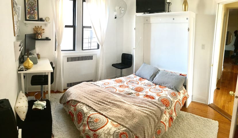 bedroom in friendly neighborhood, near park - ブルックリン - アパート