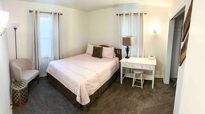 Route 66 Rancher•GRAY ROOM• #2 (No cleaning fee)