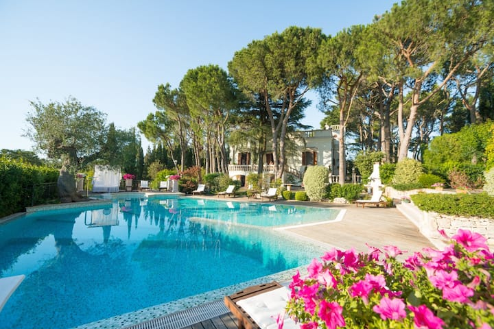 HelloApulia Villa Chiara: an exclusive historic villa with pool