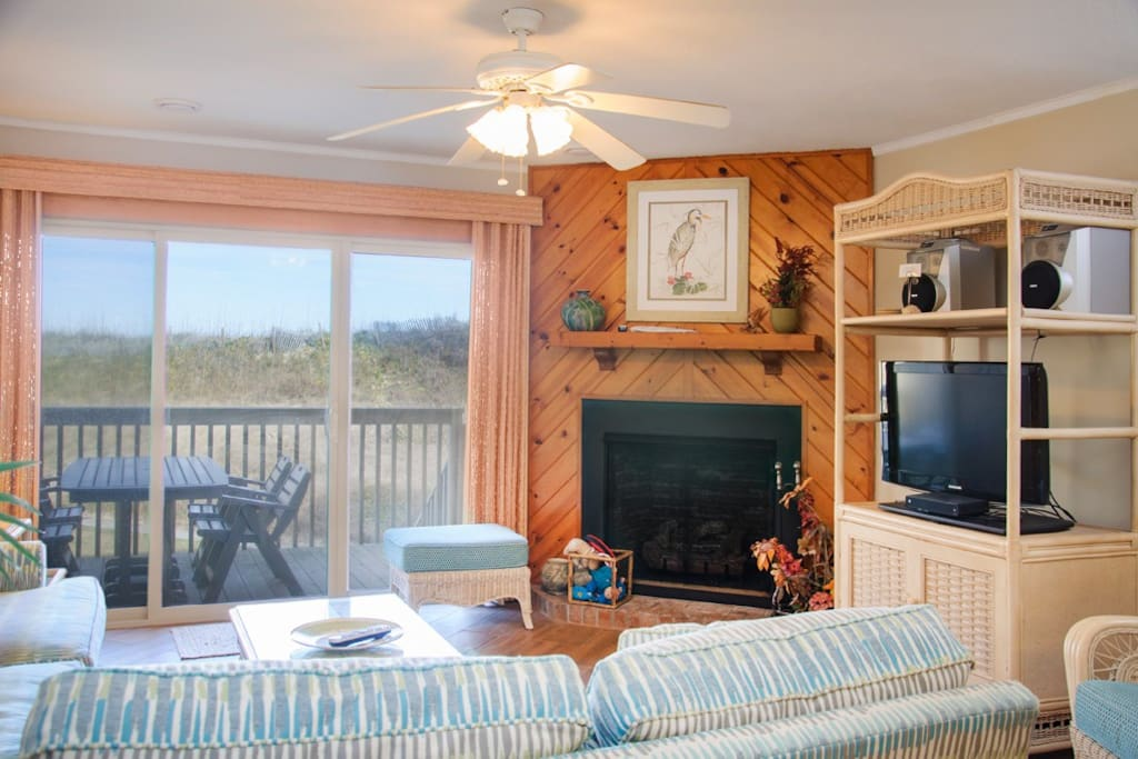 QC4: The Quay C4 | Mid Level Living Area | Fireplace Is Not Available For Guest Use