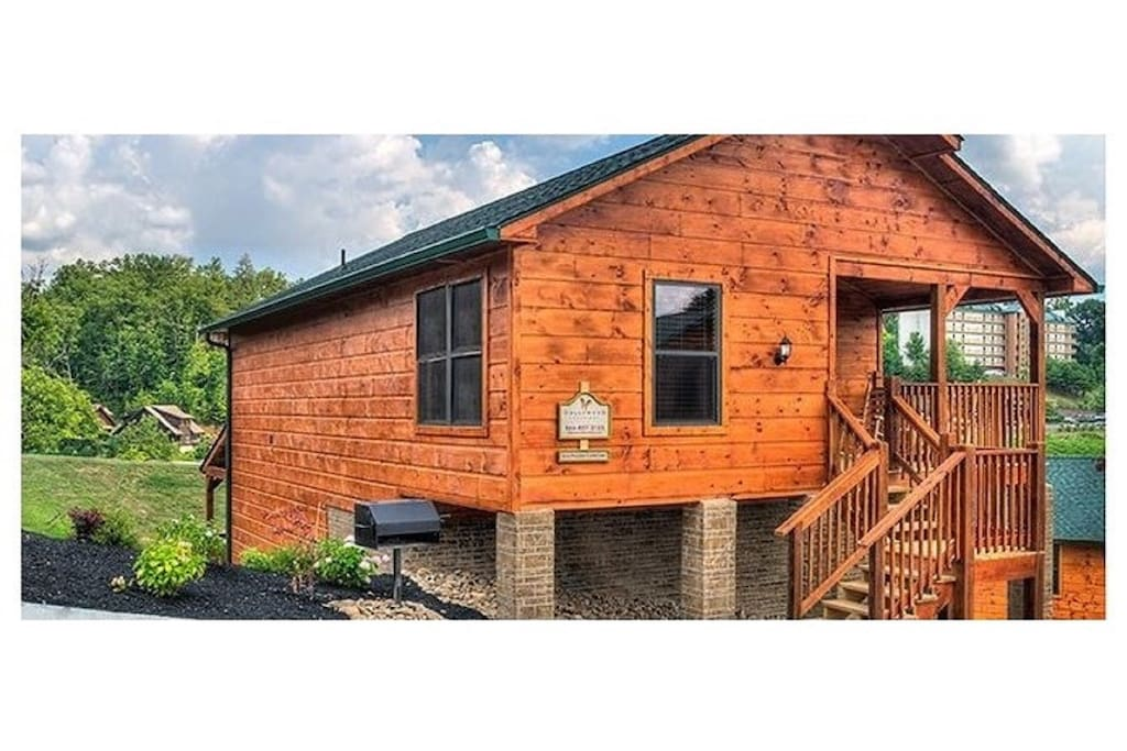 Beautiful Affordable Next To Dollywood Theme Park Cabins