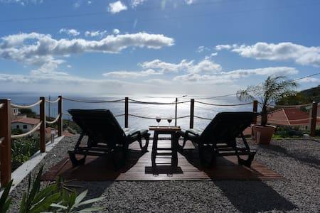 Casa Jean - Holzhaus mit Meerblick - Ponta do Sol