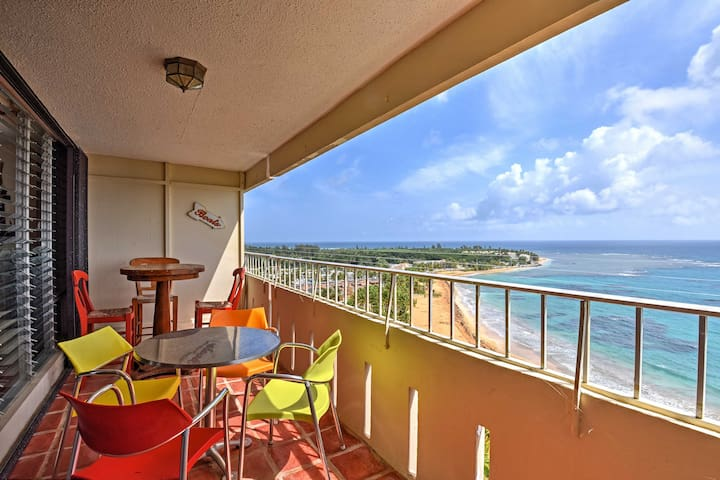 Oceanfront Luquillo Studio w/Balcony & Pool Access