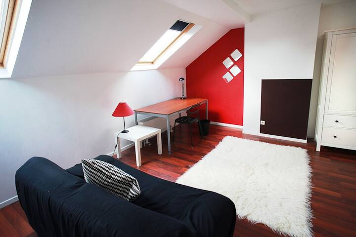 Room with mezzanine in a friendly shared house
