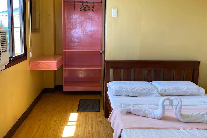 Triponia's Seaside Homestay - Rhyme Room