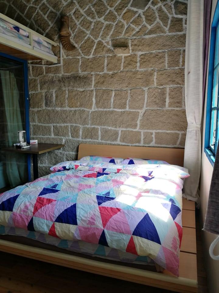 嘉居.依旧山色家庭房,1.5+1.2米床各一张,独立卫生间