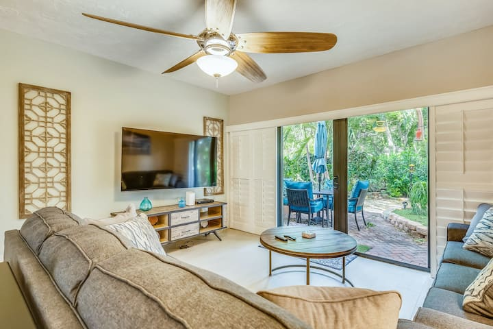 Beautiful sunlit home w/shared pool & tennis court/free WiFi/Netflix near Marina