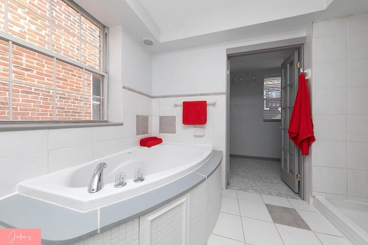 Lovely Townhouse | Best location