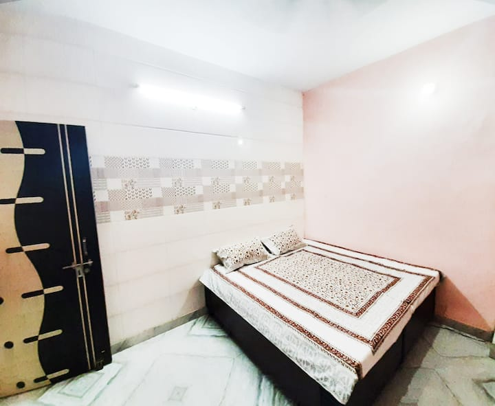 "GUEST HOUSE  ""Luxury Stay - ROHINI """