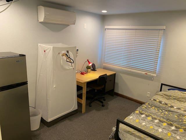 206 Grey room