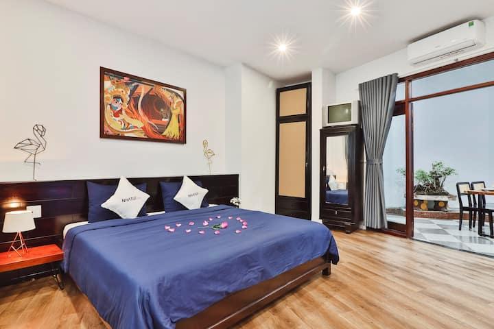Lovely 1 bed apt, windown & Sky well in QN center