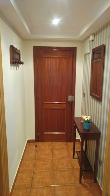 Interior entrada.