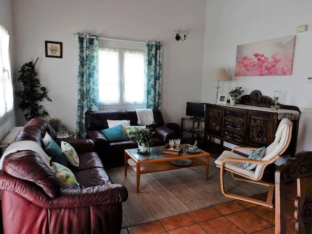 Casa tranquila con jardin en zona muy interesante - Ayegui - Hus