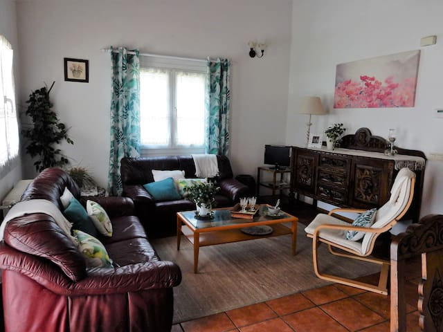 Casa tranquila con jardin en zona muy interesante - Ayegui - House