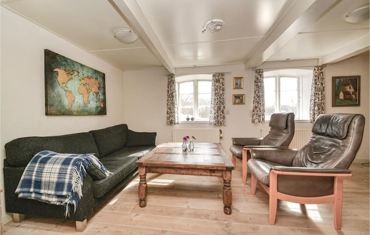 Holiday cottage with 5 bedrooms on 243m² in Fanø
