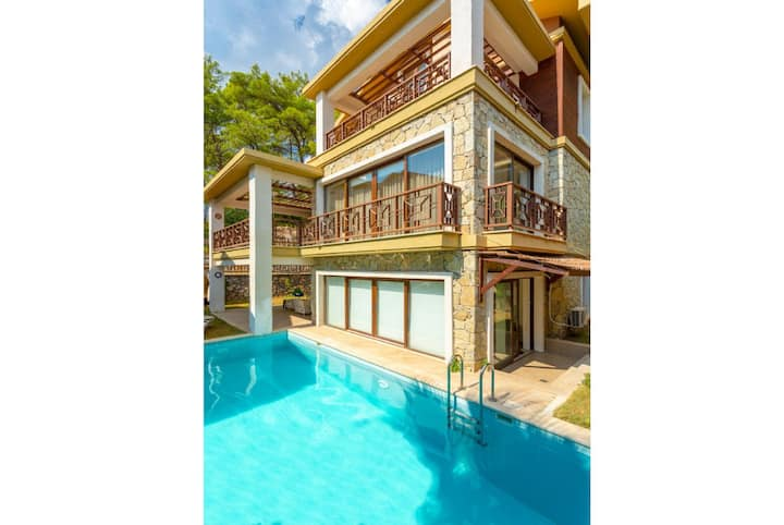 VILLA ALMIRA RELAX IN THE DELUXE Tranquility