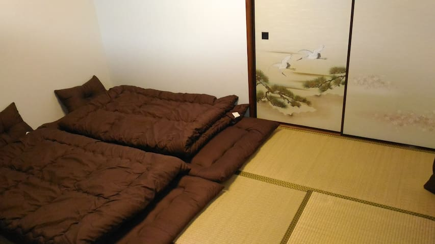 Free wifi!Japanese style room!10 min from station!