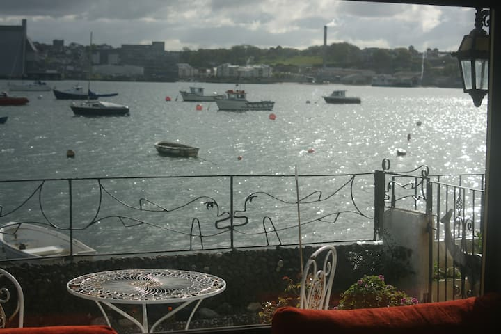 Turnstone Cottage overlooking the River Tamar