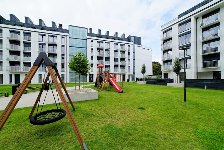 dziedziniec/ plac zabaw dla najmlodszych