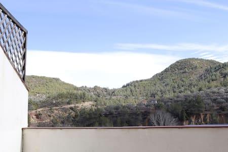 LA CASA DE LAS TEJAS, Terraza con barbacoa