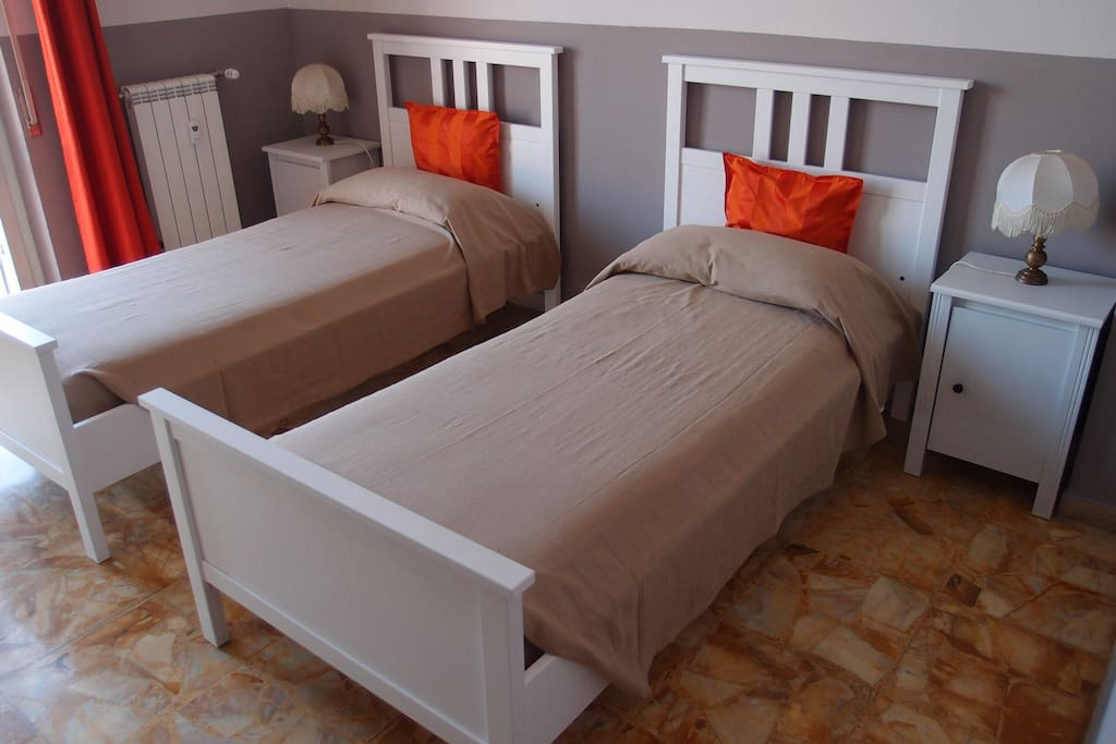 stanza doppia con balcone