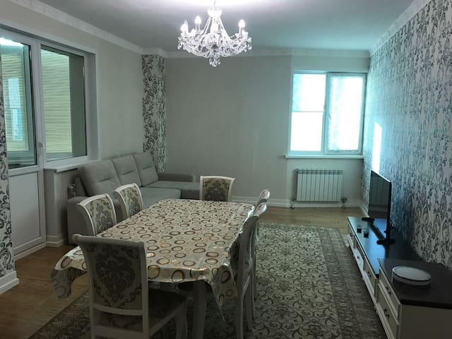 Big flat with 4 beds, 2 bathrooms and a spa tub - Astana - Apartament